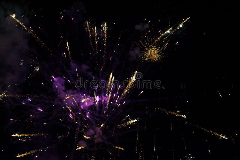 Fajerwerki w nocnym niebie zdjęcia royalty free