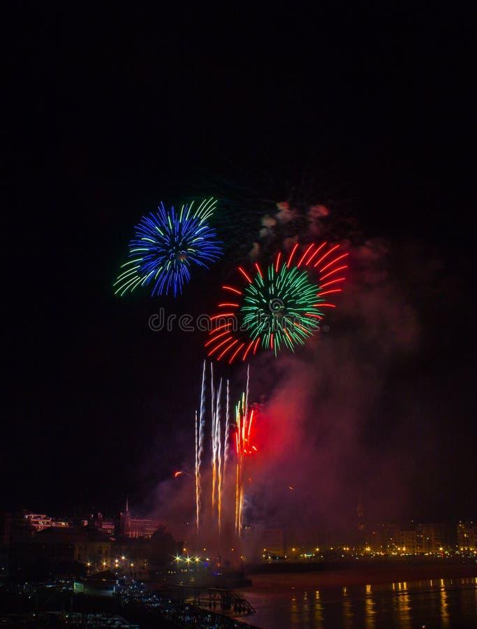 Fajerwerki w San Sebastian w Baskijskim kraju obrazy royalty free