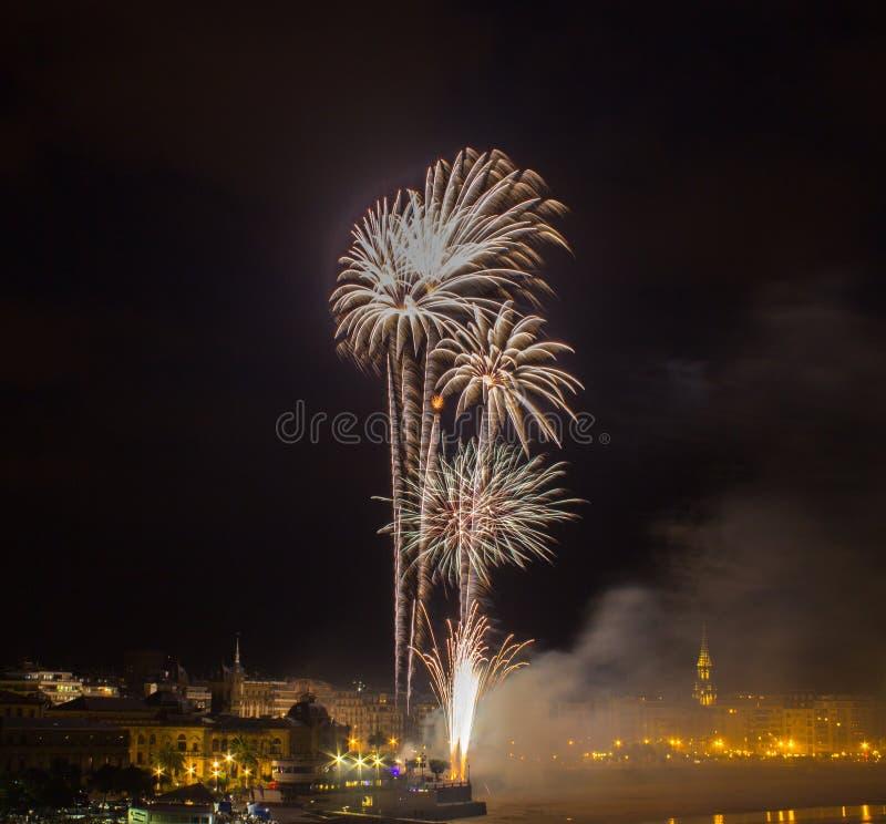Fajerwerki w San Sebastian w Baskijskim kraju zdjęcie stock