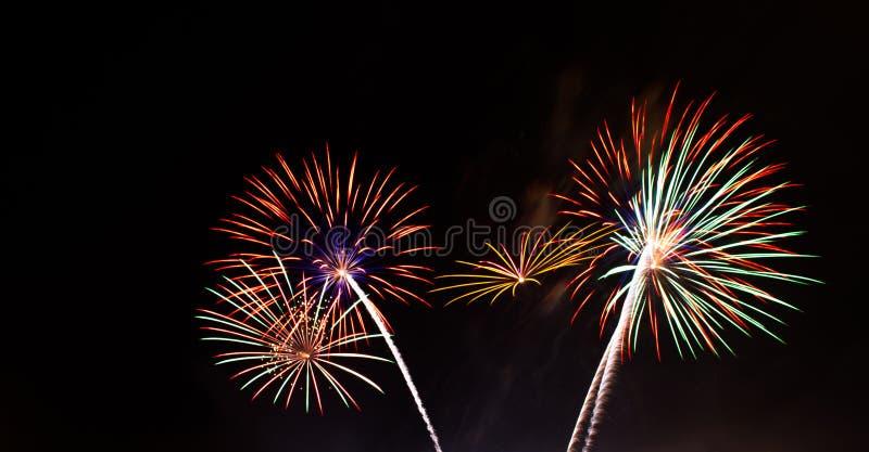 Fajerwerki zaświecają up niebo zdjęcia royalty free