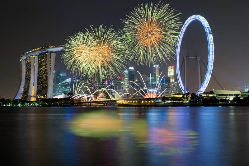 Fajerwerku świętowanie nad Marina zatoką w Singapur Dzień Nowego Roku fotografia stock