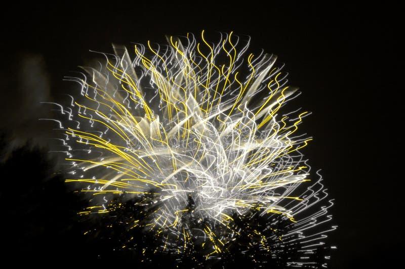 fajerwerku artystyczny kolor żółty zdjęcie royalty free