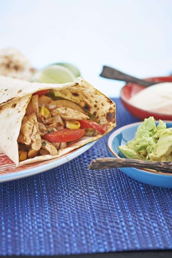 Fajita буррито обруча цыпленка и овоща стоковые изображения