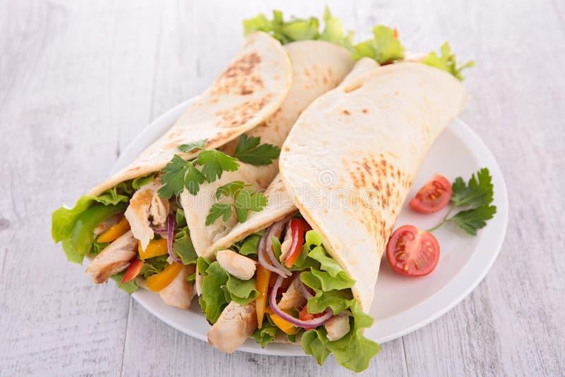 Fajita с овощем и цыпленком стоковое изображение rf