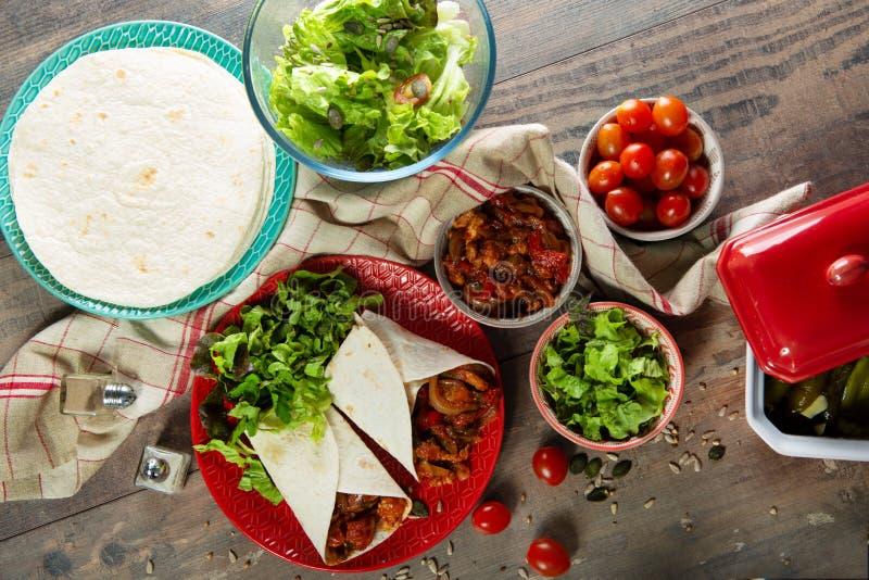 Fajitas con el pollo, cocina mexicana, cocina de Tex-mex fotografía de archivo
