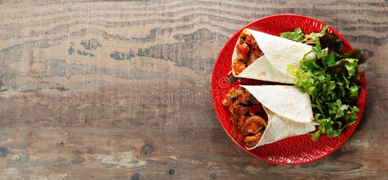 Fajitas con el pollo, cocina mexicana, cocina de Tex-mex con el espacio de la copia fotografía de archivo