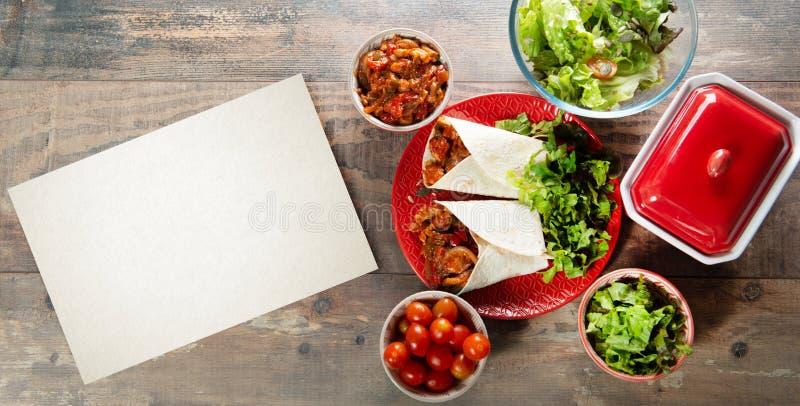 Fajitas con el pollo, cocina mexicana, cocina de Tex-mex con el espacio de la copia imagenes de archivo