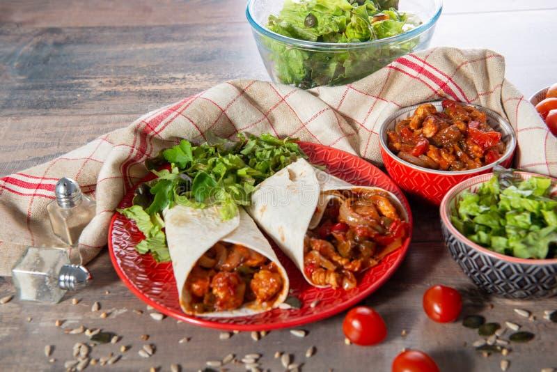Fajitas con el pollo, cocina mexicana, cocina de Tex-mex fotos de archivo libres de regalías