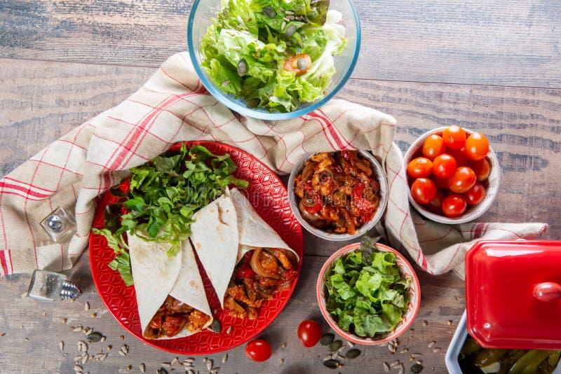 Fajitas con el pollo, cocina mexicana, cocina de Tex-mex imagen de archivo libre de regalías
