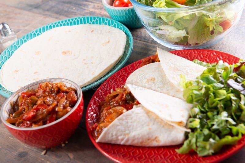 Fajitas con el pollo, cocina mexicana, cocina de Tex-mex imagen de archivo
