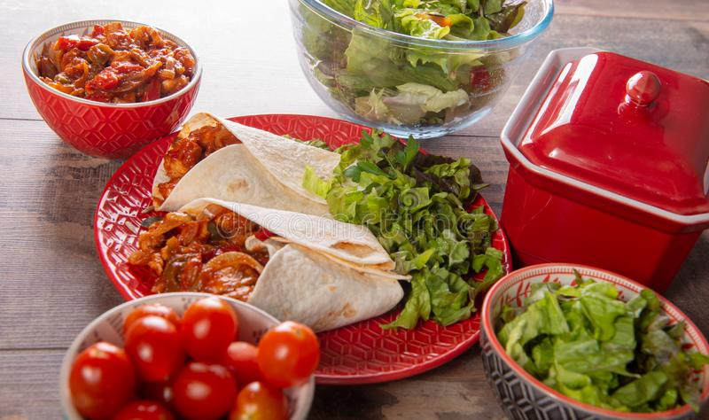 Fajitas con el pollo, cocina mexicana, cocina de Tex-mex imagenes de archivo