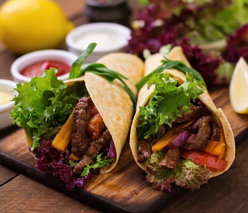 Fajite messicane per manzo e le verdure arrostite fotografie stock libere da diritti