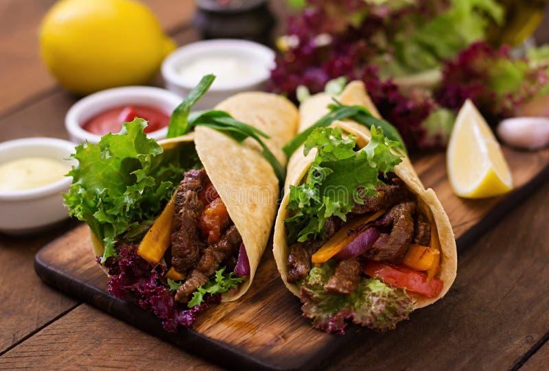 Fajite messicane per manzo e le verdure arrostite immagine stock libera da diritti