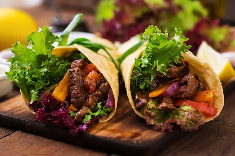 Fajite messicane per manzo e le verdure arrostite immagini stock