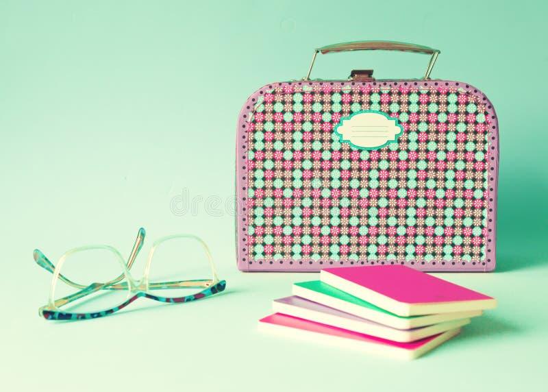 Fajtłapy lunchbox i szkła fotografia stock