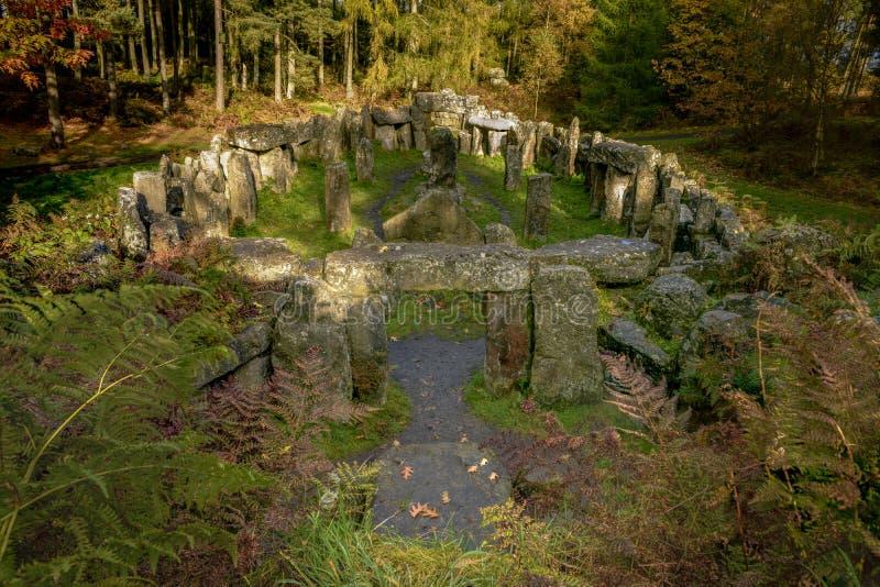 Fake Druids Temple in Woods stock afbeelding