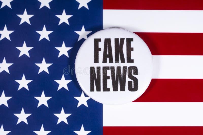 FAKE NEWS aux États-Unis photos libres de droits