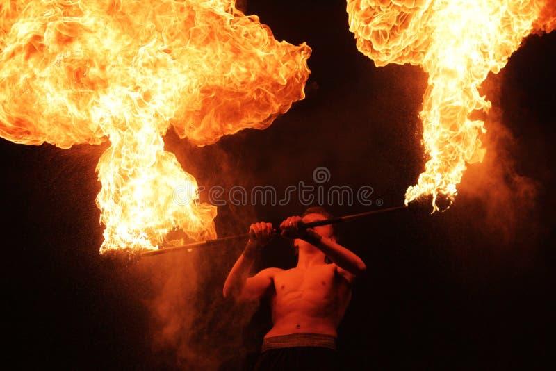 Fakir med en brinnande pol royaltyfri foto