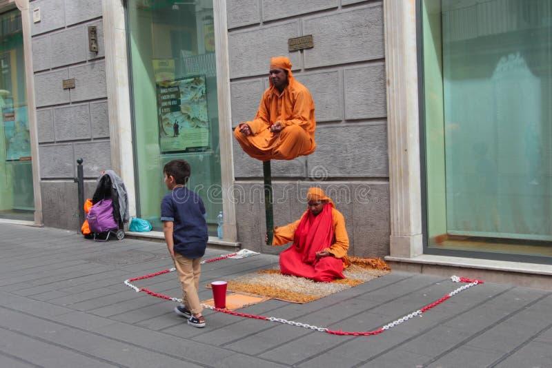 Fakir w ulicach Naples zdjęcie royalty free