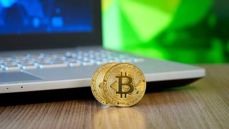 Faktiska mynt Bitcoins royaltyfri foto