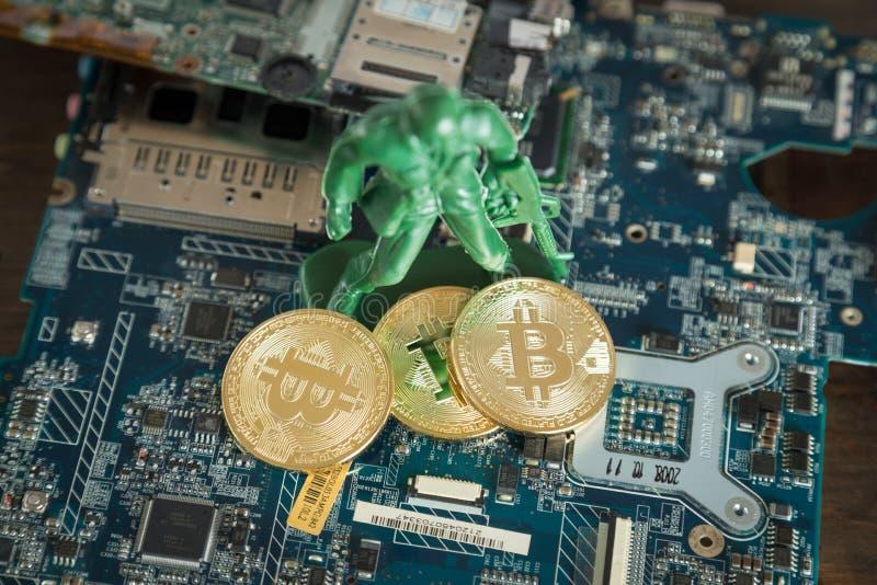 Faktiskt Cryptocurrency Bitcoin begrepp Krigsoldat Protecting D arkivfoto