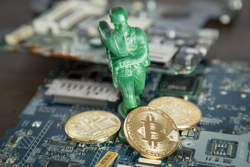 Faktiskt Cryptocurrency Bitcoin begrepp Krigsoldat Protecting D arkivbilder