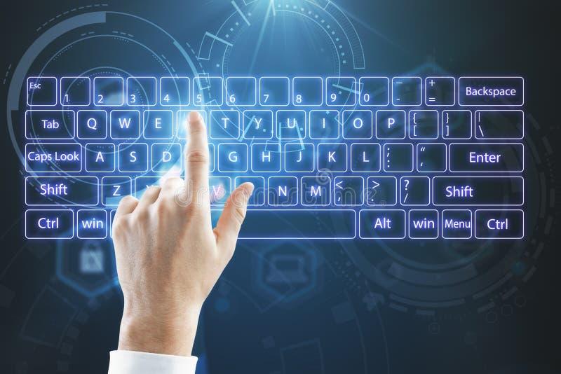 Faktiskt tangentbord med händer royaltyfri fotografi