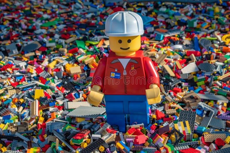 Faktotum på tusentals tegelstenar vid Lego i Disney vårar på sjön Buena Vista arkivfoton