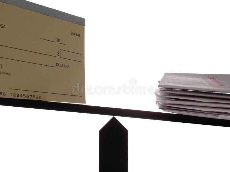 fakturerar den obalanserade checkhäftet arkivbilder