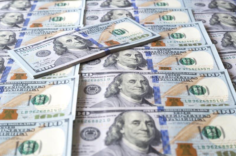 fakturerar dollar hundra en royaltyfri foto
