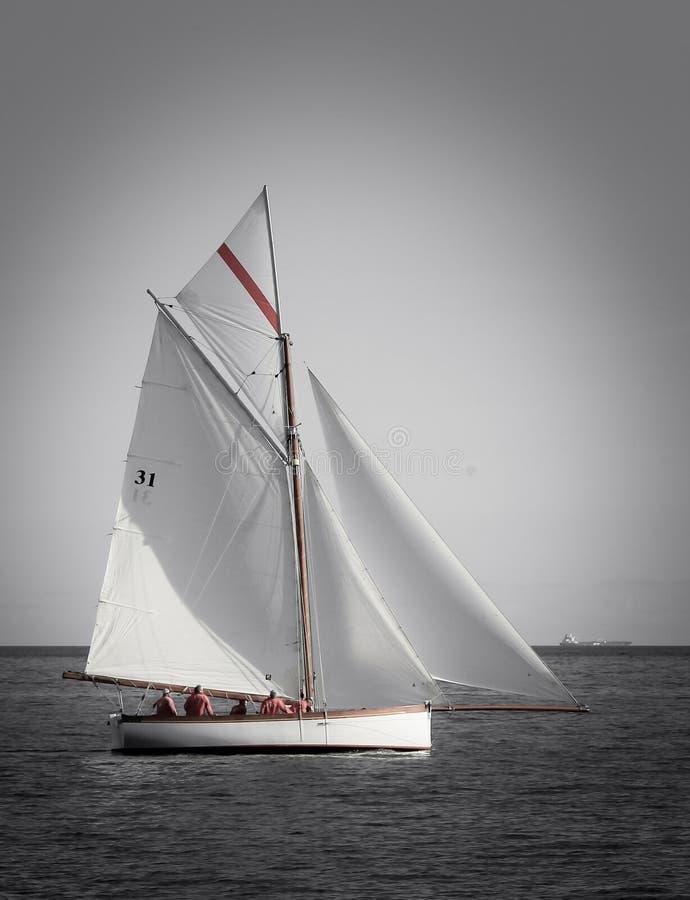 Fal ujścia żeglowanie na tradycyjnym dziedzictwo jachcie, Cornwall obraz stock