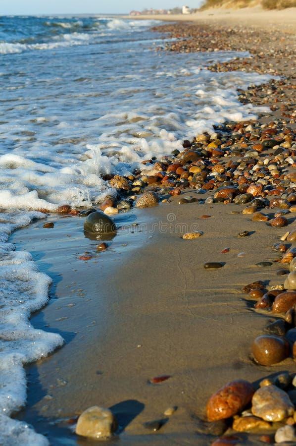 Fala łama na skałach, macha na morzu bałtyckim obraz stock