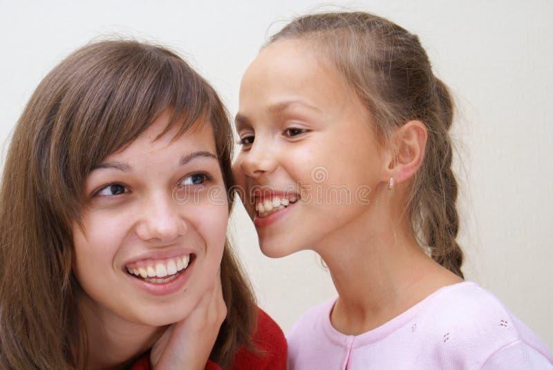 Fala de duas meninas imagem de stock royalty free