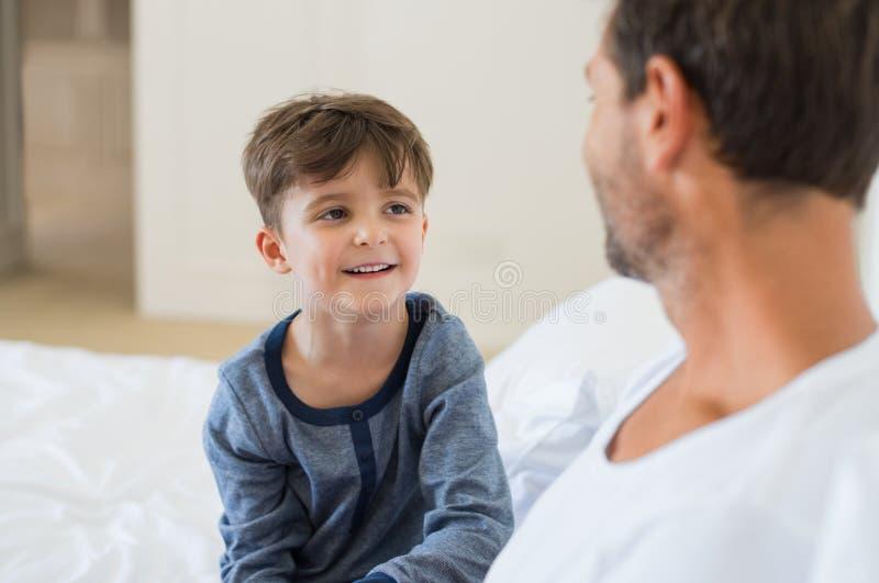 Fala do filho e do pai fotografia de stock royalty free