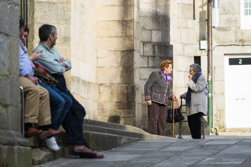 Fala idosa das mulheres fotografia de stock