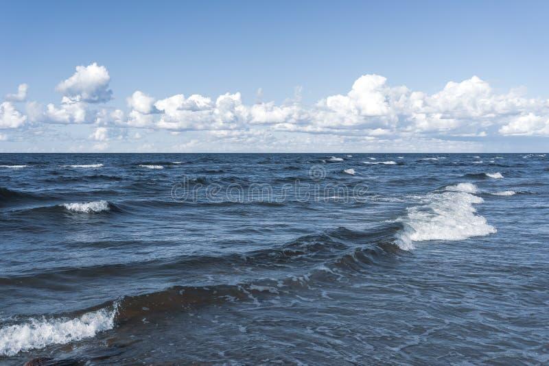Fala na Bałtyckim w lecie obrazy stock