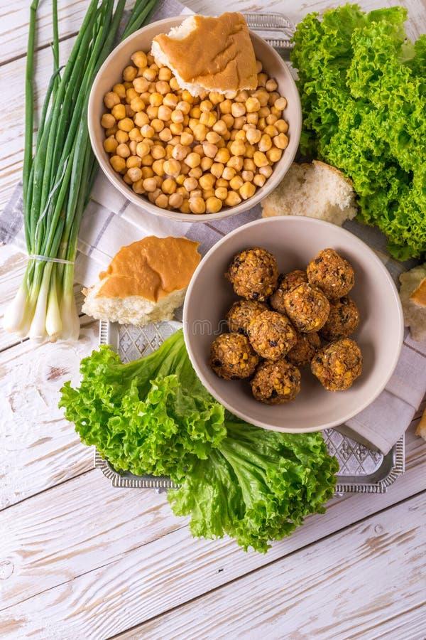 Falafel и нут Еврейская кухня Взгляд сверху стоковое изображение rf