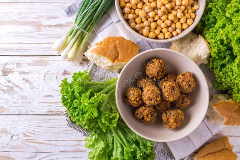 Falafel и нут Еврейская кухня Взгляд сверху стоковые изображения