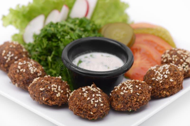 Falafel naczynie z veggies zbliżenia strzałem obraz stock