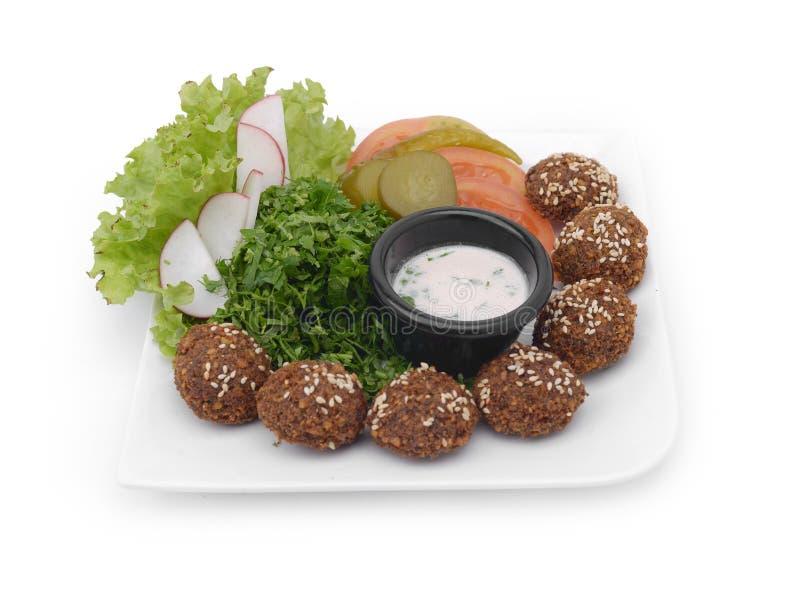 Falafelmaträtt med veggies arkivbild