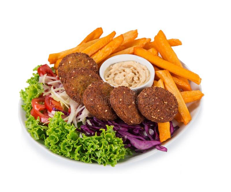 Falafelplatte mit Frischgemüse, hummus und Pommes-Frites lizenzfreies stockfoto