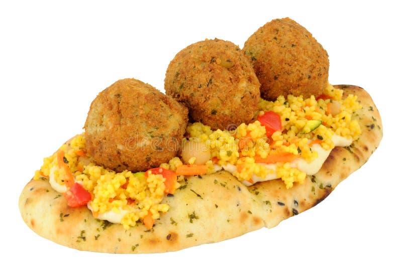 Falafels на хлебе Naan с кускус стоковое изображение rf