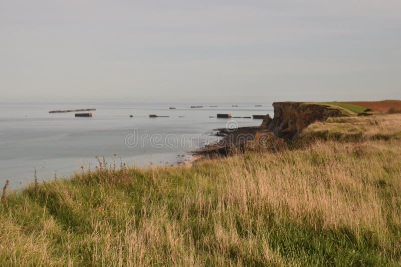 Falaise après à côté de l'arromanche en Normandie photo stock