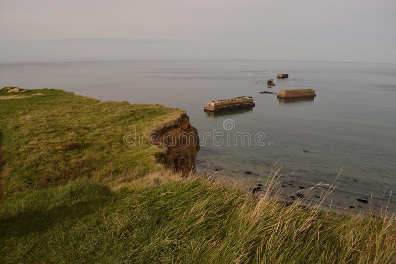 Falaise après à côté de l'arromanche en Normandie image stock