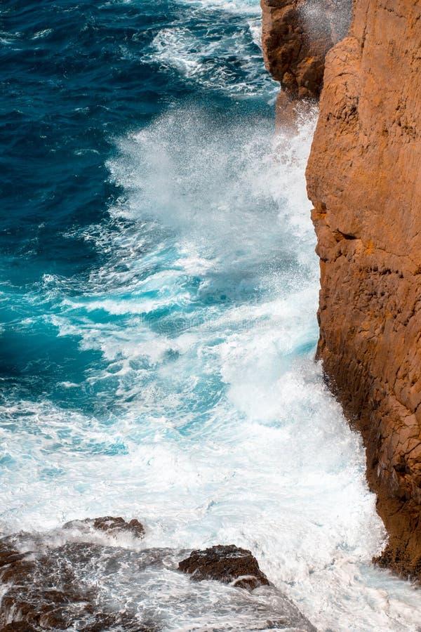 Falaise chez Cabo de Sao Vicente près de Sagres image stock