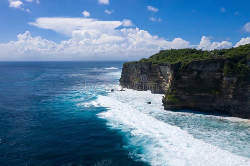 Falaise d'Uluwatu de paysage d'île de Bali photo libre de droits