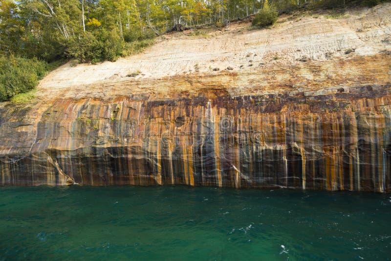 Falaise de supérieur de lac scénique image stock