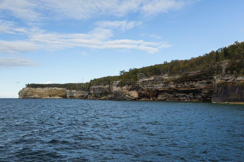 Falaise de supérieur de lac scénique photographie stock