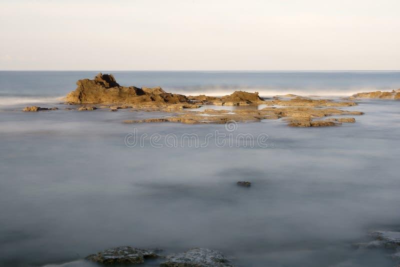 Falaise des marais de sel dans la localité de Palinuro photo stock
