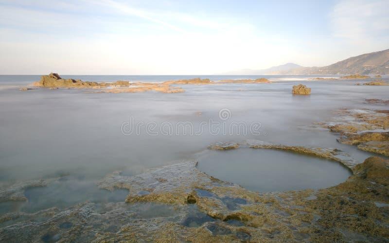 Falaise des marais de sel dans la localité de Palinuro photo libre de droits